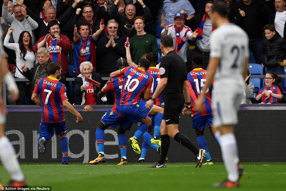 Người cũ M.U chói sáng, đội bét bảng Crystal Palace tạo 'địa chấn' cực lớn trước ĐKVĐ Chelsea