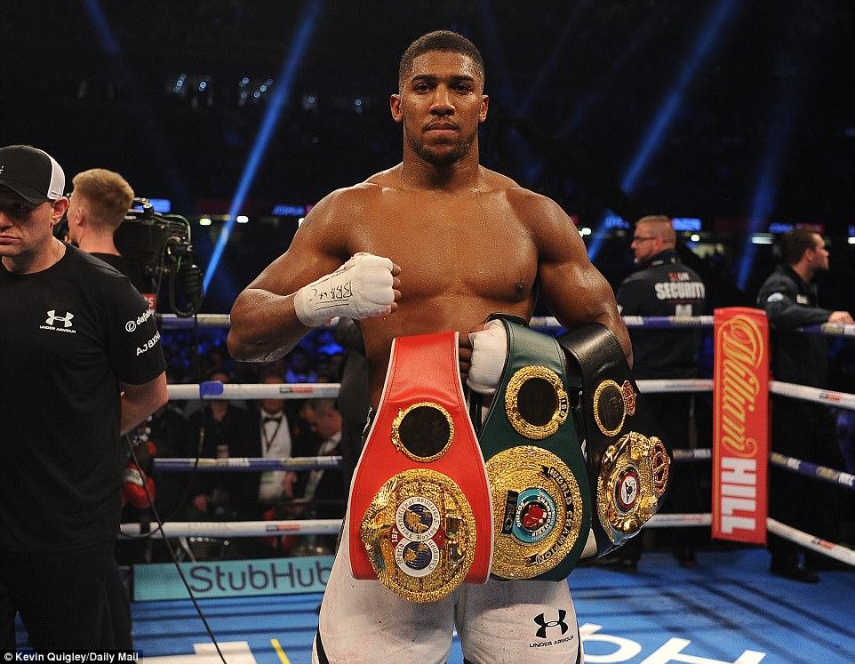 Hạ knock-out đối thủ sau 10 hiệp sinh tử, Anthony Joshua bảo vệ thành công đai vô địch Thế giới trong trận đấu đầy tranh cãi