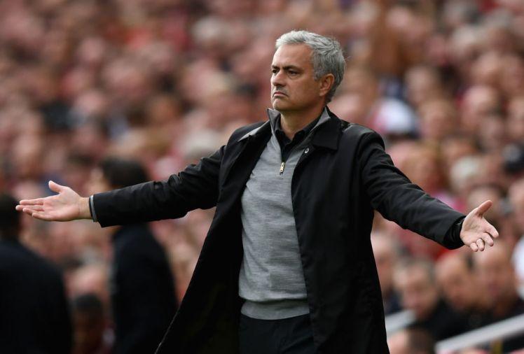 NÓNG: MU nhận gáo nước lạnh, Jose Mourinho tính chuyện ra đi