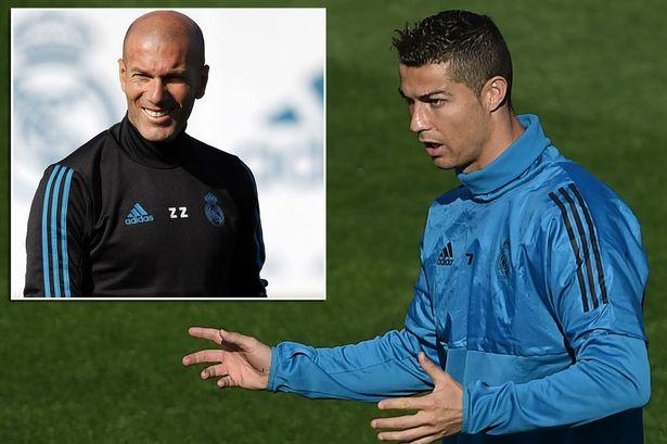 """Biến ở Real, Zidane không ủng hộ """"trò cưng"""" Ronaldo giành Quả bóng vàng 2017"""