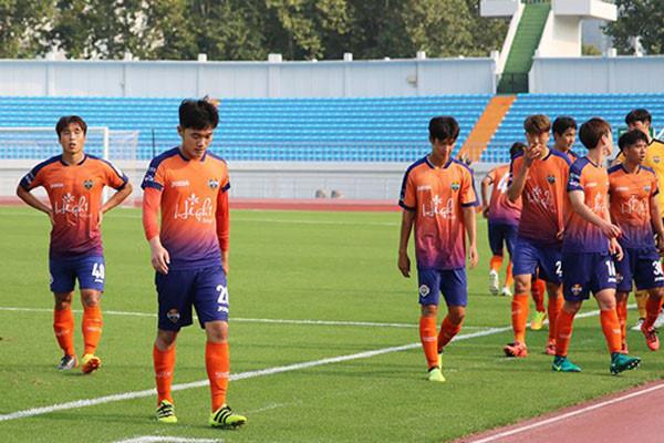 """Xuân Trường phòng ngự """"như mơ ngủ"""", Gangwon FC bị đối thủ vùi dập không thương tiếc, tiếp tục đứng bét bảng"""