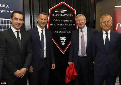 """CHÙM ẢNH: Trong ngày vui của các trò cưng, Sir Alex tiết lộ bí mật về 166 bàn thắng """"phi thường"""" của Man Utd"""