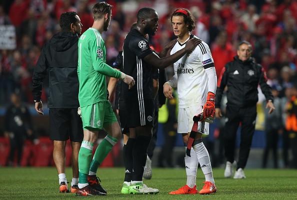 CHÙM ẢNH: Dàn sao Man Utd động viên thủ thành trẻ tuổi đứng dậy sau sai lầm sơ đẳng