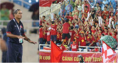 Dầm mưa chỉ đạo cả trận, HLV Mai Đức Chung liên tục cảm ơn học trò và người hâm mộ