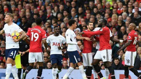 CĐV Man United phát cuồng vì hành động này của Lukaku với Ashley Young