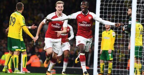 """Sao lạ """"rơi xuống"""" trời Emirates, Arsenal cướp tấm vé đi tiếp từ tay Norwich một cách không thể kịch tính hơn"""