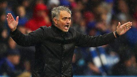 Thua sấp mặt trước tân binh Huddersfield, Mourinho đổ tại… ông trời