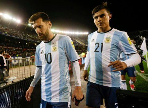 HLV ĐT Argentina tiết lộ lý do Dybala và Messi không hợp nhau