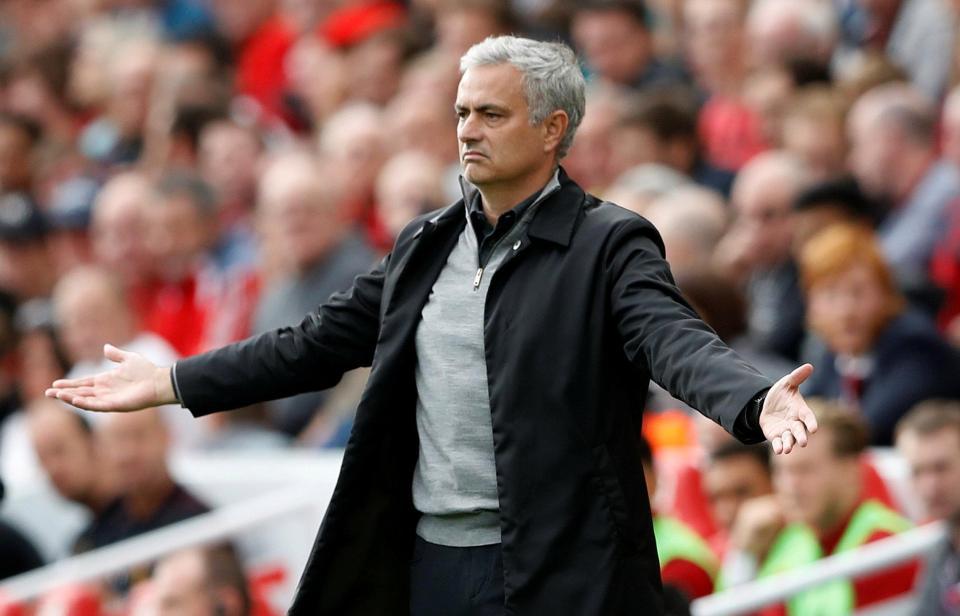 """Mourinho viện mọi lý do bào chữa cho lối đá """"đổ bê tông"""", chê bai Klopp chỉ là """"kè hèn nhát"""""""