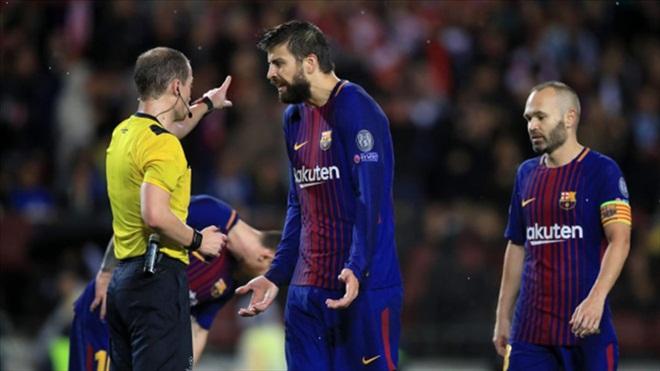 """Lĩnh thẻ đỏ ngớ ngẩn báo hại đồng đội, Pique bị triệu fan Barca """"ném đá"""" dữ dội"""