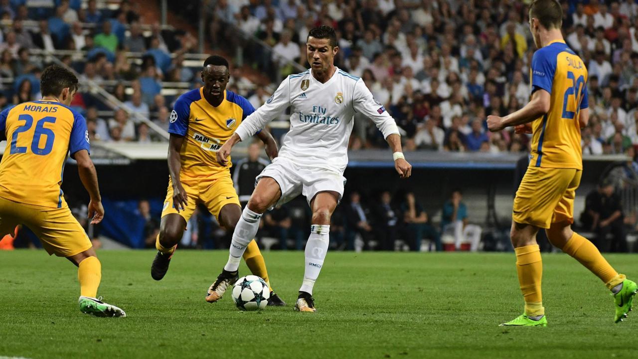 Ronaldo và cái duyên khó tin với tháng 10, fan Messi và Barca lo sốt vó!