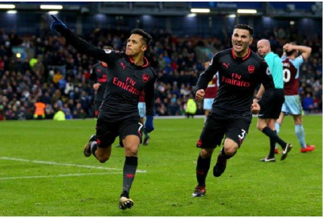 Sanchez tỏa sáng phút cuối cùng, Arsenal may mắn hạ Burnley, đánh chiếm vị trí thứ 4 quen thuộc