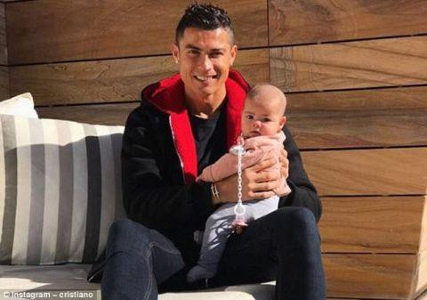 Ronaldo hạnh phúc khoe ảnh công chúa Alana trên mạng xã hội