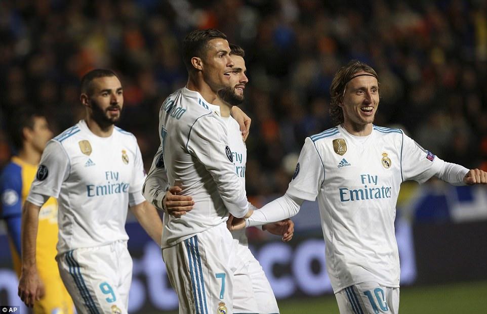 Ronaldo và Benzema cùng nổ cú đúp, Real hủy diệt nhược tiểu APOEL, tiến vào vòng knock-out