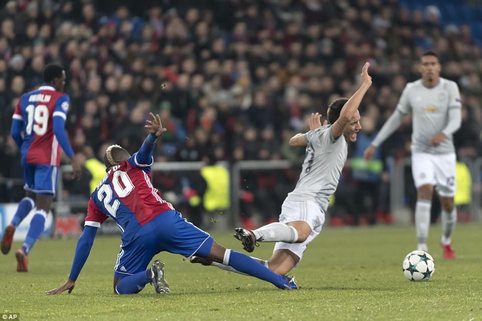 Dàn sao vô duyên khó tin, M.U ôm hận đầy cay đắng phút cuối cùng trước Basel