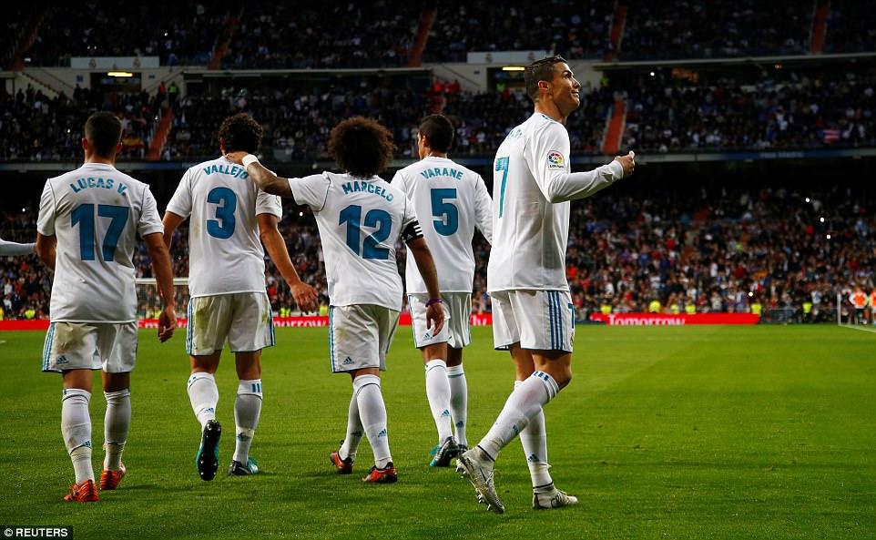 """Ronaldo khai hỏa trở lại, cứu Real khỏi trận cầu """"bẽ mặt"""" ngay trên sân nhà"""