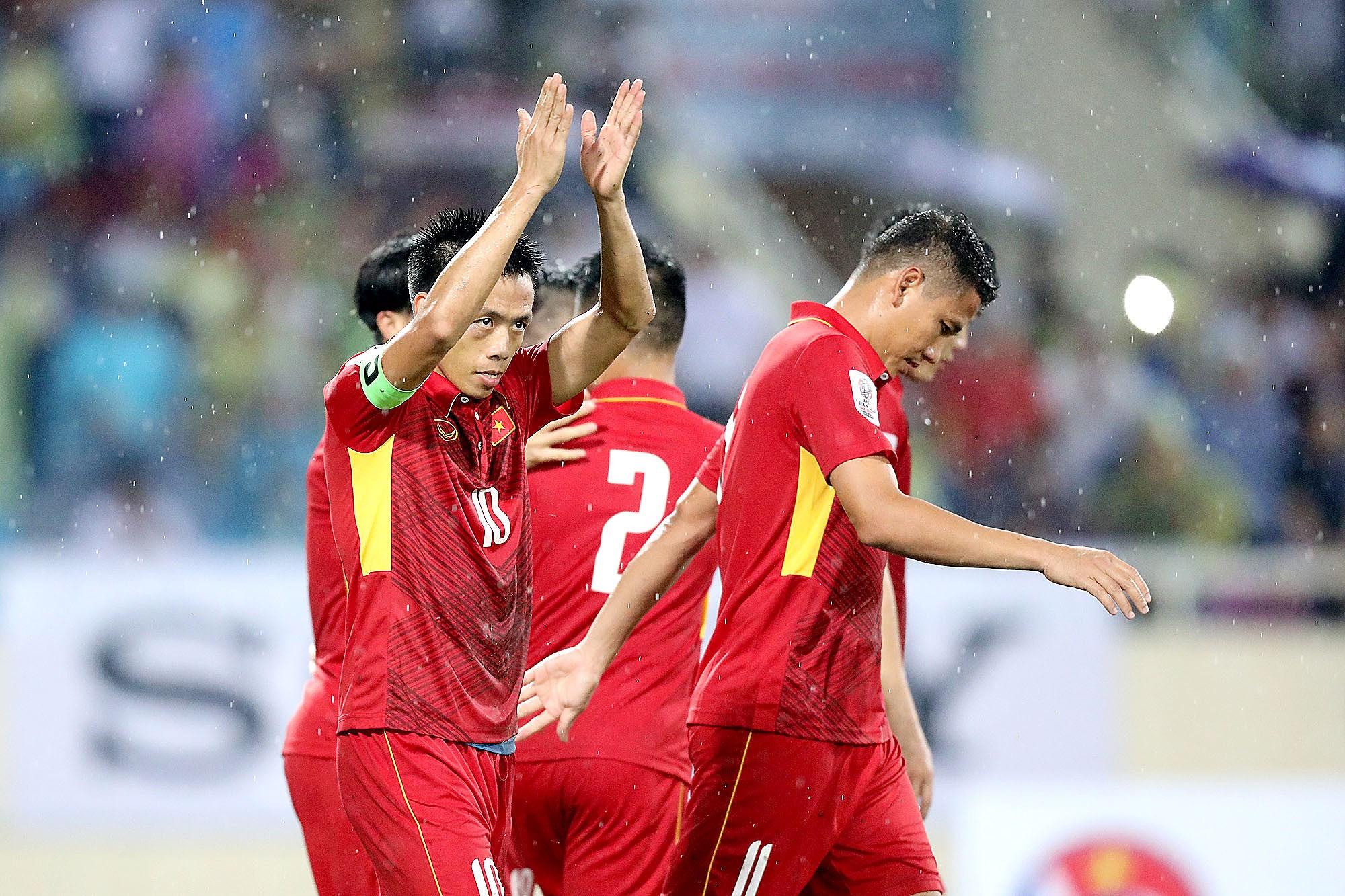 """Phía sau màn trình diễn bị """"ném đá"""" của ĐTVN là cả chuỗi thành tích khó tin sánh ngang siêu kỉ lục của Hàn Quốc, Nhật Bản"""
