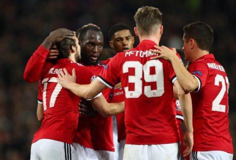 Thủ môn tuổi teen của Benfica lại phản lưới khó đỡ, M.U thắng trận thứ 4 liên tiếp, nắm chắc vé đi tiếp