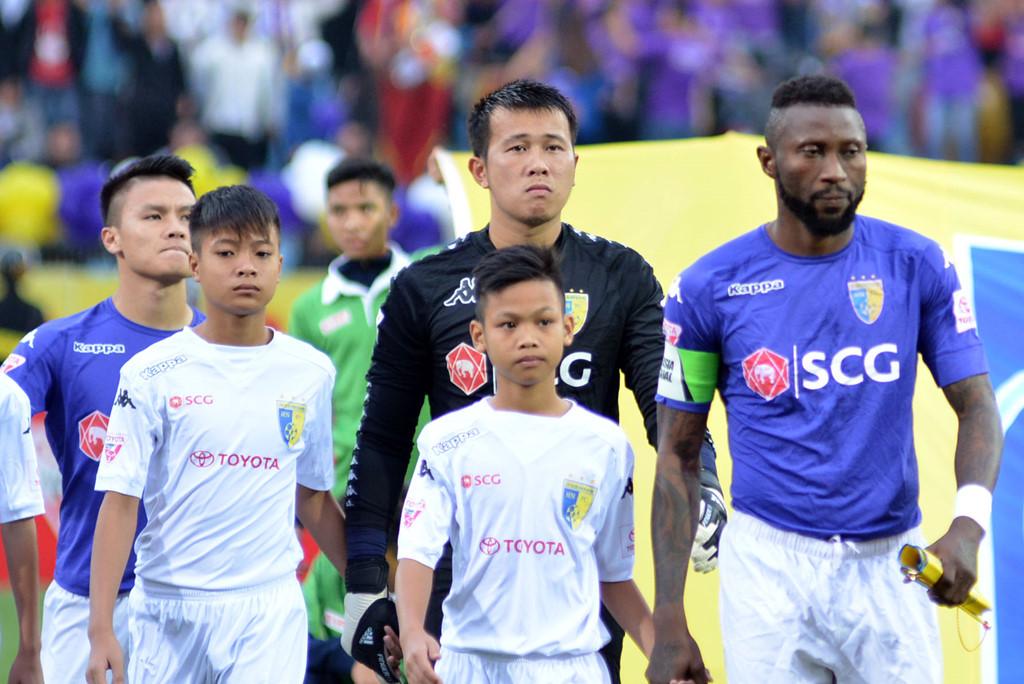 Kịch bản vòng cuối V-League 2017: Cúp vô địch ở lại Hà Nội?