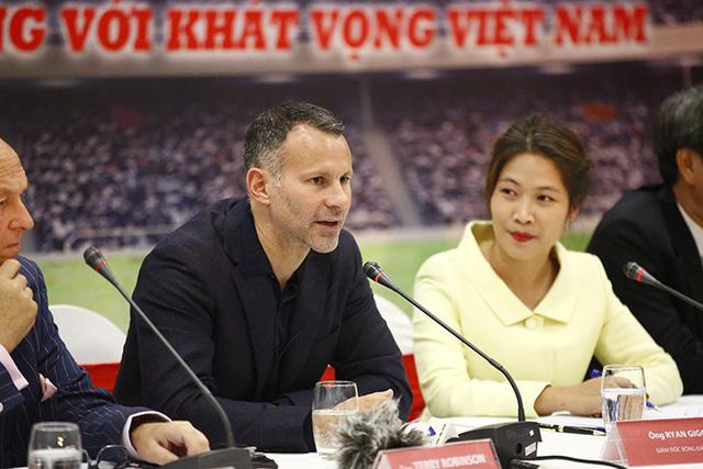"""Ryan Giggs tuyên bố: """"Tôi và Scholes tự tin giúp Việt Nam dự World Cup 2030"""""""