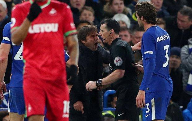 CHÙM ẢNH: Bị truất quyền chỉ đạo vì to tiếng với trọng tài, Conte vẫn ngang nhiên lách luật ngay trên sân đấu
