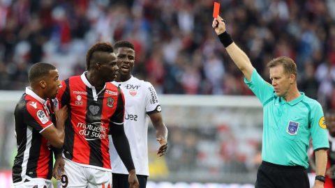 KHÓ TIN: Nổ súng giúp đội nhà thắng trận nhưng Balotelli lại bị trọng tài đuổi oan ở Ligue 1