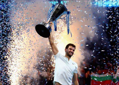 """CHÙM ẢNH: Thắng thuyết phục Goffin, """"Tiểu Federer"""" vỡ òa hành phúc khi lần đầu tiên đăng quang ATP Finals"""