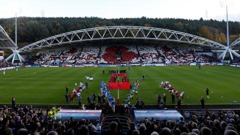 CHÙM ẢNH: Premier League ngập tràn sắc đỏ hoa anh túc tưởng nhớ những binh sĩ Anh