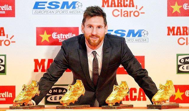 """Lionel Messi tiếp tục lảng tránh việc ký hợp đồng với Barca trong ngày nhận giải """"Chiếc giày vàng"""""""
