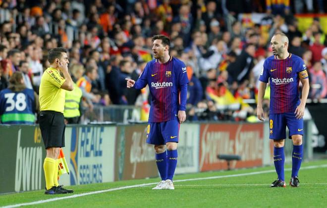 Messi đã tranh cãi gì với trọng tài khi bị cướp bàn thắng trắng trợn?