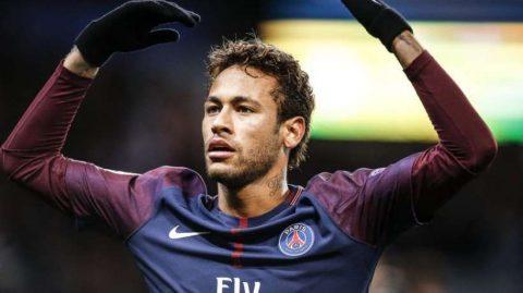 Neymar văng tục với truyền thông khi được hỏi về việc gia nhập Real Madrid