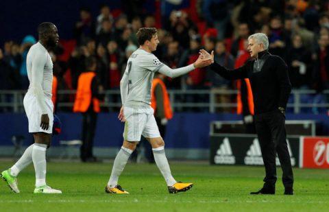 """Chỉ trong 2 tuần, Mourinho đã biến kẻ """"tội đồ"""" trở thành """"trái tim hàng thủ"""" như thế nào?"""