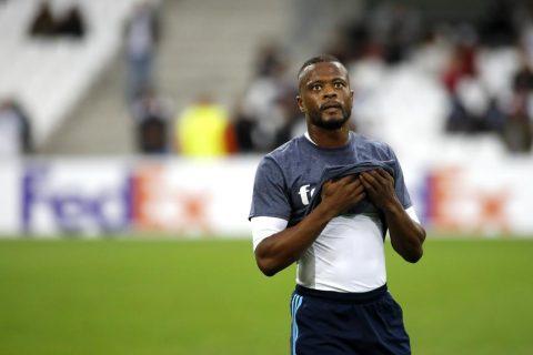 """Evra bị báo chí châu Âu """"đánh hội đồng"""" sau cú kung-fu vào mặt CĐV, tương lai mờ mịt tại Marseille"""