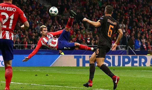 """Antoine Griezmann lập siêu phẩm """"cắt kéo"""" giúp Atletico Madrid thắp lại hy vọng đi tiếp"""