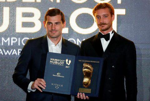 """Vượt mặt cả Ronaldo lẫn Messi, Casillas bất ngờ giật giải """"Bàn chân Vàng"""" 2017 khiến tất cả ngỡ ngàng"""