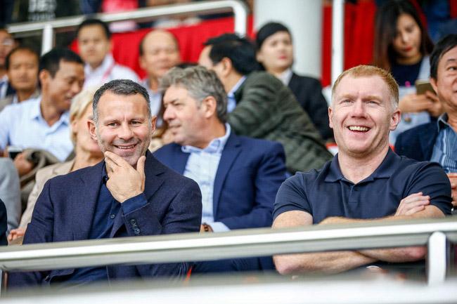 Hai huyền thoại Man Utd có nhận xét gì sau khi tận mắt chứng kiến màn chào sân của U15 PVF?