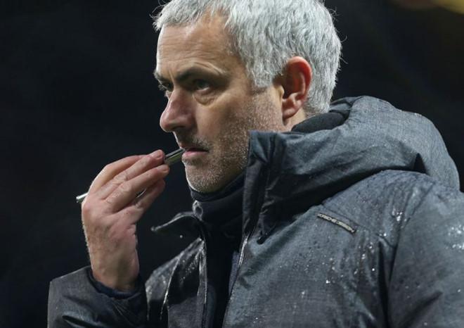 Vạ miệng phát ngôn bừa bãi, Mourinho bị FA sờ gáy