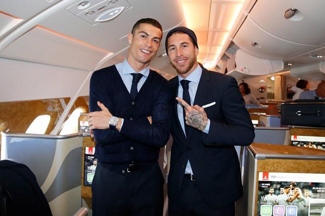 CHÙM ẢNH: Xóa tan nghi ngờ bất đồng, Ronaldo cùng Ramos bảnh bao lên đường chinh phục FIFA Club World Cup