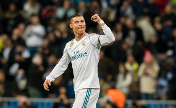 Vượt qua vòng bảng, Ronaldo nuôi hy vọng lập kỳ tích ở Champions League