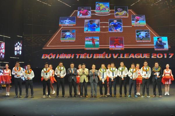 Đội hình tiêu biểu V-League 2017: Người hâm mộ phẫn nộ khi vắng bóng 2 cái tên này
