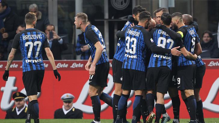 Mục tiêu theo đuổi cả mùa hè của MU lập hat-trick đẳng cấp đưa Inter lên đỉnh Serie A