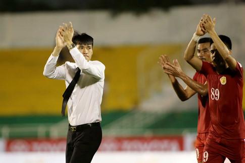 """""""Ronaldo Việt"""" bất ngờ lật kèo, Công Vinh sầu lòng vì vồ hụt sao"""
