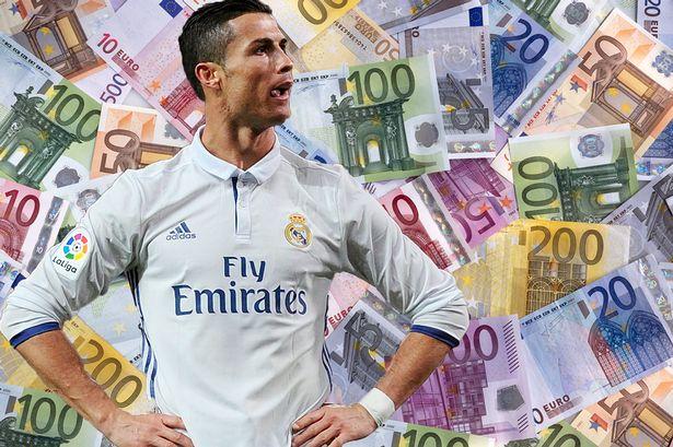 """""""Nóng trong người"""" vì lương thua kém Messi, Ronaldo tiếp tục làm căng với Real, nếu không sẽ ra đi"""