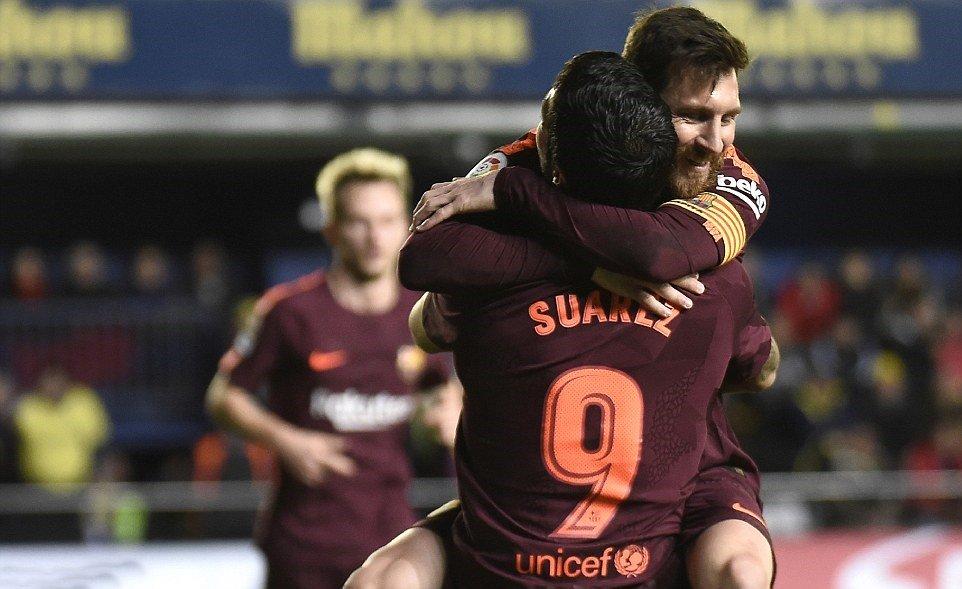 Messi và Suarez cùng nhau nổ súng, Barca nhọc nhằn đánh bại 10 người của Villarreal