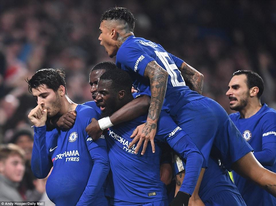 """Morata ghi bàn thắng """"Vàng"""" phút bù giờ, Chelsea thắng kịch tính Bournemouth lấy vé vào bán kết"""