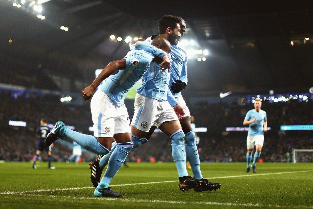 """5 điểm nhấn Man City 4-1 Tottenham: Premier League mùa này đã """"kết thúc sớm""""?"""