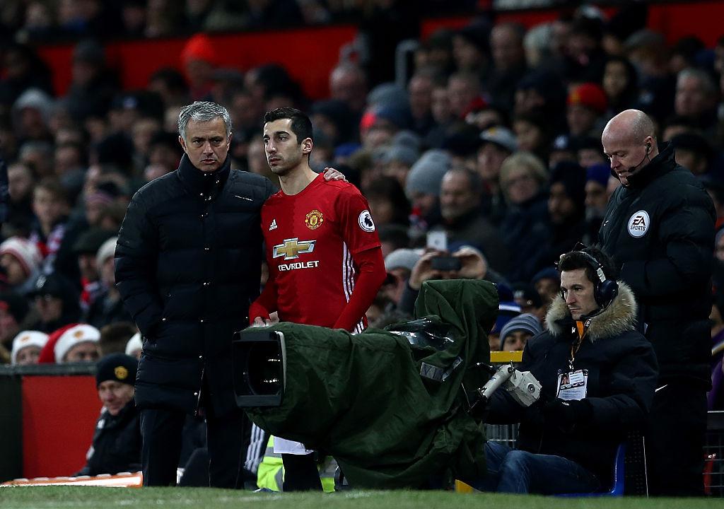Được hỏi về lý do gạch tên Mkhitaryan, Jose Mourinho phát biểu cực sốc khiến Micky chỉ biết cúi đầu