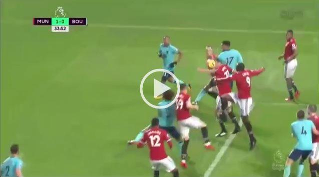 CHẾT CƯỜI: Lukaku lại kiến tạo cơ hội ghi bàn mười mươi cho đối thủ