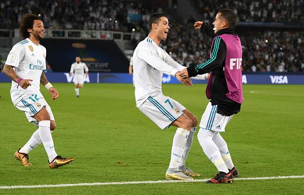 Đồng đội kể lý do được Ronaldo chạy đến ôm sau siêu phẩm sút phạt