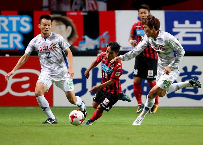 Tịt ngòi 16 trận, Messi Thái vẫn chinh phục hoàn toàn bóng đá Nhật Bản